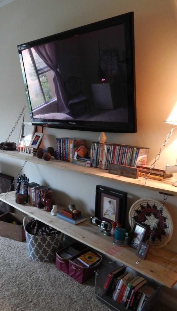 DIY pallet entertainment stand/ media stand