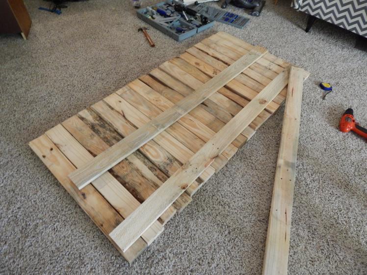 DIY pallet headboard