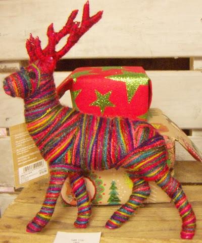 Colorful reindeer decor by Printpattern.blogspot.com